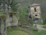 40 -Bomarzo. Parco dei Mostri, casa pendente