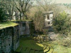 39 -Bomarzo. Parco dei Mostri, casa pendente