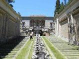 20 -Caprarola. palazzo Farnese, doppia scalinata divisa da una cascata d'acqua