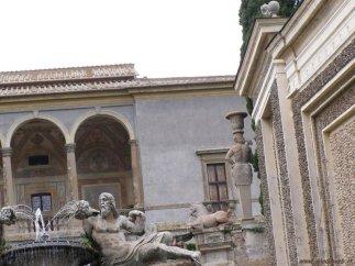 27 -Caprarola. palazzo Farnese, particolare.