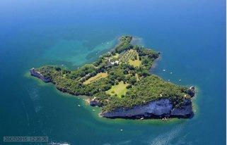 57 -Lago di Bolsena. L'isola Bisentina dall'alto