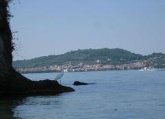 25 -La cittadina di Marta viata dall'isola di Martana