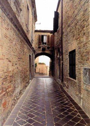 17 -Bolsena, vicolo centro storico.