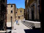 13 - Civita di Bagnoregio, scalinata alla Cattedrale di S. Donato. La Cattedrale di Bagnoregio, dedicata a San Nicola e San Donato.