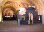 23 -Bolsena -Basilica di Santa Cristina. La Grotta di Santa Cristina è il cuore del santuario. Essa è formata da due vani: il vestibolo, rivolto verso la Cappella del Miracolo, e una basilichetta. Nel vestibolo è l'altare, sormontato dal ciborio dell'VIII secolo, sul quale nel 1263 avvenne il Miracolo Eucaristico: fu infatti proprio qui che Pietro da Praga celebrò l'eucarestia, durante la quale, al momento dell'elevazione dell'ostia, uscì il sangue di Cristo, che andò a macchiare il pavimento, i gradini dell'altare e il corporale del religioso, oggi a Orvieto. Qui si conserva anche la pietra con le impronte ritenute di santa Cristina, da sempre oggetto di culto.