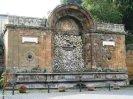 26 -Grotte di Castro. Fontana Grande, costruita nel 1886 per ricordare l'arrivo dell'acquedotto in paese
