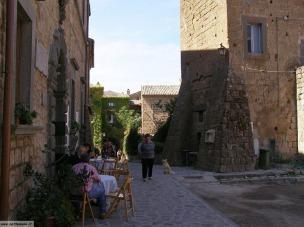 23 - Civita di Bagnoregio, una via