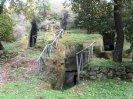28 -Grotte di Castro .Necropoli delle Pianezze, sita ad est del centro storico, è costituita da numerose tombe, semplici o monumentali, scavate nel tufo e risalenti al VII secolo a.C.
