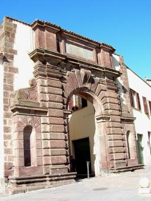 38 -Bolsena. particolare della porta di San francesco.