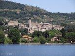 4 - Comune di Bolsena sul lago al quale da il suo nome. Il suo territorio è tutto compreso tra le sponde del lago, e le alture che costituivano l'orlo dell'antico cono vulcanico.