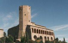 5-Valentano -Il Museo della preistoria della Tuscia e della Rocca Farnese si trova nella parte più alta del paese di Valentano, ospitato nella monumentale Rocca Farnese restaurata, nel cuore del centro storico. È stato aperto nel giugno del 1996.