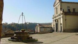 8 -Gradoli. Piazza Palombini