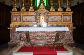 10 -Interno, altare