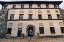 15 -Gradoli-Palazzo Farnese. A partire dal 1919, è anche sede municipale. A partire dagli anni Sessanta e Settanta è stata riscoperta l'importanza artistica e monumentale di Palazzo Farnese. Nel 1986 e nel 1997 è stato restaurato integralmente e sono state recuperati molti affreschi che ornavano le principali sale.