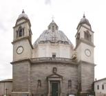 5 - Montefiascone. La Cattedrale di Montefiascone è dedicata a Santa Margherita, patrona della città. La costruzione della Cattedrale risale alla fine del XV secolo. Di pianta ottagonale e con sette cappelle è stata completata solo al principio del XVII secolo. La sua cupola, considerata la terza più grande d'Italia con i suoi 27 metri di diametro e i 23 di altezza, fu realizzata tra 1670 e 1674 su progetto Carlo Fontana dopo che un terribile incendio aveva danneggiato la copertura precedente. La cupola per le sue dimensioni è riconoscibile da quasi tutte le località della Tuscia e della provincia di Viterbo.