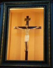 9 -Cattedrale di San Lorenzo, interno il Santissimo Crocifisso.