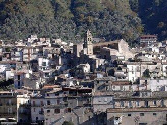 """1 - Panorama di Crotone. La """"città di Pitagora"""", """"la capitale della Magna Grecia"""", sono tante le frasi che riescono a descrivere Crotone, una delle meraviglie della Calabria affacciate sul mar Jonio."""