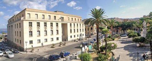 25 -Museo Archeologico Nazionale. Il Museo Archeologico Nazionale di Reggio Calabria è uno dei musei archeologici più prestigiosi d'Italia. La sede che lo ospita, affacciata sulla centrale Piazza De Nava e a breve distanza dall'imbocco del Lungomare