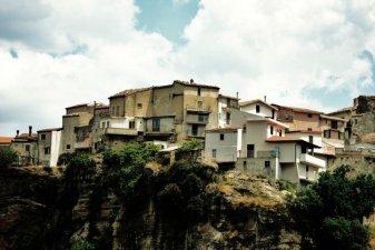5 -Caccuri, case arroccate del centro storico