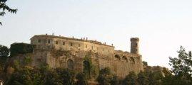 10 -Castello Caccuri da via parte.