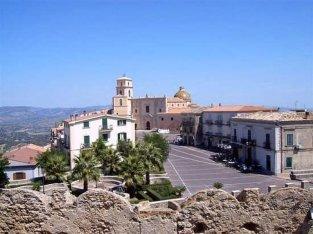 6 - Santa Severina. Piazza Campo dal Castello