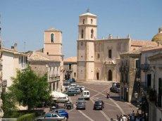 8 -Santa Severina. Piazza Campo e cattedrale