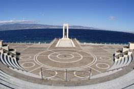 """9 -Reggio Calabria sullungo mare, l'Arena dello Stretto (o """"Anfiteatro Anassilaos"""")"""