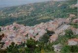 2 -Caccuri, rione Croci con il complesso di S.Maria del Soccorso