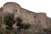 8 -Vibo Valentia, castello di Monteleone. Costruito dai normanni sull'acropoli di Hippónion in parte con blocchi di arenaria provenienti dalle mura greche, il Castello spicca con la sua torre normanna ottagonale alla quale Federico II aggiunse quattro baluardi.