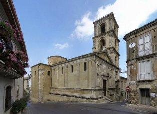 26 -Vibo Valentia. Di notevole importanza e bellezza annche la chiesa di San michele di stile ronascimentale costruita nel 1519.
