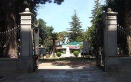 17Vibo Valentia, di fronte al duomo da visitare la Villa comunale con giardini e alberi secolari