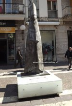 21- Cosenza. Museo all'aperto in Corso Mazziniani, cardinale in piedi.