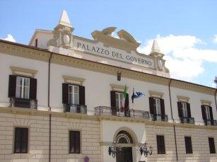 38 -Cosenza. Piazza XV Marzo Palazzo del Governo.