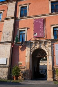 49 - Cosenza, entrata del palazzo Arnone-