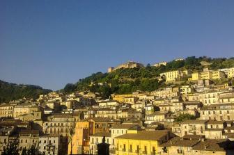 4 -Cosenza. Panorama centro storico verso il monte