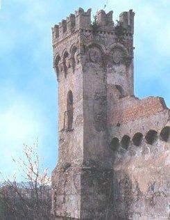 20 - Catanzaro. La Torre Normanna, dalla forma quadrata e merlata, è quanto rimane dei resti di un antico castello normanno.