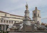 10 -Fontana monumentale Papa Orsini in Piazza Orsini e Campanile del Duomo di Benevento