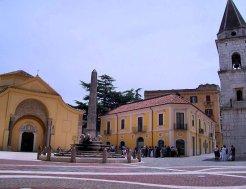14 -Benevento. Piazza Matteotti con la chiesa di Santa Sofia.