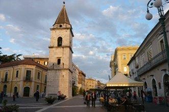 17 -Benevento, il campanile sulla piazza Matteotti.