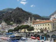 4 - Salerno. Il-centro-della-cittadina-visto-dal-lungomare