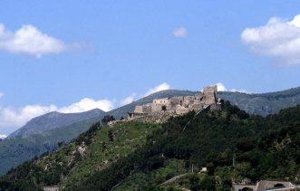 6 -Salerno. Il Castello Arechi di Salerno è un castello medievale, situato ad un'altezza di circa 300 metri sul livello del mare, con vista sulla città e sul golfo.