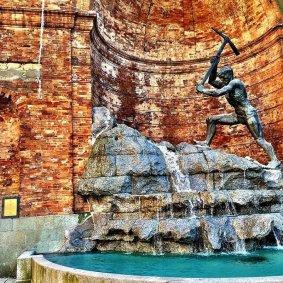 15 -Catanzaro. Il cavatore, fontana monumentale ideata e costruita da Giuseppe Rito, scultore