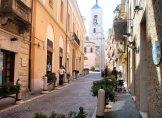 8 --Catanzaro-via-Mennitti sullo sfondo il campanile del duomo.