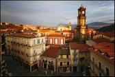 5 -Avellino centro storico con la torre dell'orologio e sullo sfondo il duomo.