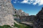 8 -Salerno. Il castello, però, ha assunto grande importanza militare nel XVIII secolo, con il principe longobardo Arechi II che, anche se non ha introdotto importanti modifiche al forte, ne ha fatto il sistema di difesa della città. Il castello divenne il vertice di un sistema di difesa a triangolo, le pareti ricadevano lungo i pendii della collina Bonadies cingendo tutta l'antica Salernum verso il mare.