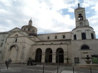 17 - Catanzaro. Duomo o Cattedrale. Uno dei monumenti principali è il Duomo che ospita, al suo interno, la Madonna col Bambino, statua di Antonello Gagini da Messina risalente al XVI secolo.