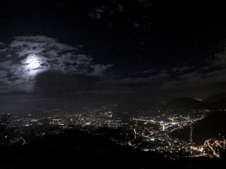 1 -Avellino. Vista notturna da Montevergine