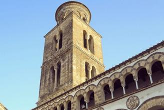 36 -Duomo di Salerno, particolare del campanile.