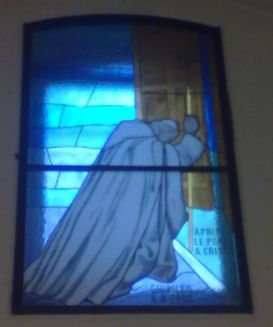 33 -Salerno. La chiesa del Santissimo Crocifisso. Vetrata che raffigura san Giovanni Paolo II realizzata da Paola Salzano