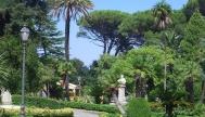 23 -Catanzaro. Villa Margherita (chiamata in passato anche Villa Trieste) è il più antico giardino pubblico di Catanzaro. Si trova in via Jannoni, nel centro del capoluogo calabrese, a un'altitudine di 320 m s.l.m.